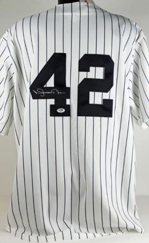 Mariano Rivera Signed Jersey Image